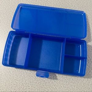 🌴 Blue Tupperware Container